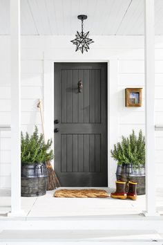 Portland Project: Inspirations for front door colors Painted Exterior Doors, Exterior Door Colors, Exterior Front Doors, Grey Exterior, Painted Front Doors, Garage Doors, Dark Grey Front Door, Gray Front Door Colors, Green Front Doors