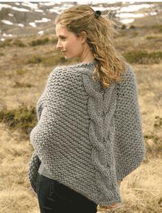 Strik selv det fine sjal med den flotte snoning i midten. Sjalet er strikket i et supertykt uldgarn på pinde nr. 15 - så det kommer til at gå stærkt