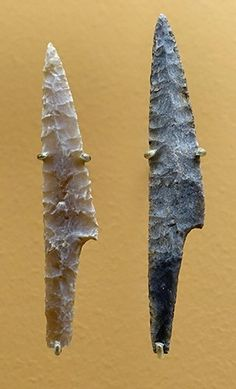 Solutrean - the peak of stone tools workmanship Indian Artifacts, Native American Artifacts, Ancient Artifacts, Stone Age Tools, Stone Age Art, Flint Stone, Paleolithic Era, Flint Knapping, Survival Gear