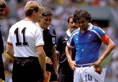 画像に含まれている可能性があるもの:1人以上、屋外 Chris Waddle, Michel Platini, Euro 96, Kids Soccer, Vintage Football, Football Players, Mexico, Sports, King