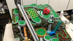 Stuntman and woodworker Ben Tardif has created an amazing mini golf themed marble machine that features 4 different tracks and a dozen holes. Physics Projects, Stem Projects, Fair Projects, Fun Crafts For Kids, Diy For Kids, Diy And Crafts, Rube Goldberg Projects, Rolling Ball Sculpture, Marble Race