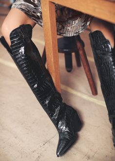 And other stories Snake Cowboy Ankle Boots - Leather Boots - Ideas of Leather Boots - Snake Cowboy Ankle Boots Snake Ankleboots & Other Stories Ankle Boots, High Heel Boots, Heeled Boots, Shoe Boots, High Heels, Kardashian Kollection, Crocs Boots, Over The Knee Boot Outfit, Retro Chic