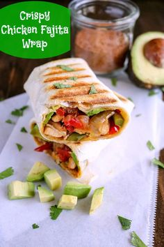 Crispy Chicken Fajita Wrap combines all of the delicious flavors of chicken fajitas in a tortilla. Traditional fajitas can be messy.these are easy to eat with just one hand! Chicken Fajita Wraps, Crispy Chicken Wraps, Buffalo Chicken Pasta, Chicken Wrap Recipes, Chicken Fajita Burrito Recipe, Southwest Chicken, Fried Chicken, Quick Lunch Recipes, Veggie Recipes