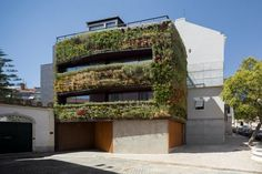 Luís Rebelo de Andrade, Tiago Rebelo de Andrade and Manuel Cachão Tojal designed the House in Travessa de Patrocinio, which has a leafy green facade of plants Architecture Design, Green Architecture, Design Moderne, Deco Design, Lisbon City, Box Houses, Dream Houses, Mediterranean Decor, Pergola