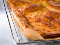 Pannukakku on helppo ja herkullinen välipala tai jälkiruoka. Se sopii koko perheen hemmotteluruoaksi!