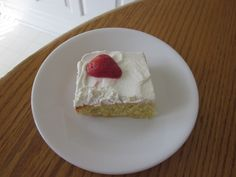 Weight Watcher Sunshine Cake - But re-calculated by WW points plus its more like points. The 2 points is probably a very old calculation. Weight Watchers Food Points, Weight Watchers Cake, Weight Watchers Desserts, Ww Recipes, Sweet Recipes, Cake Recipes, Dessert Recipes, Light Recipes, Recipies