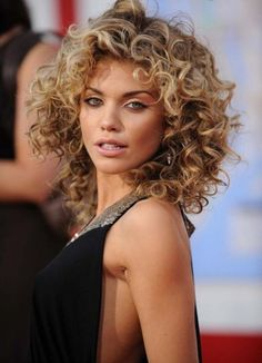 Short Curly Hair- I need to learn how to do this for days I wear my hair natural!