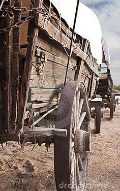 Old West Covered Wagon Train. Historic old Western covered wagons form a wagon t , Westerns, Ruée Vers L'or, Horse Drawn Wagon, Old Wagons, Into The West, The Lone Ranger, Covered Wagon, Chuck Wagon, Oregon Trail