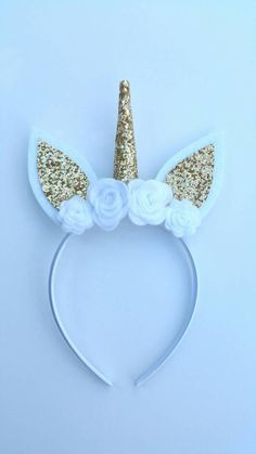 White and gold glitter unicorn headband Unicorn Birthday Parties, Unicorn Party, Girl Birthday, Rainbow Unicorn, Unicorn Headband, Unicorn Hair, Unicorn Headpiece, Diy And Crafts, Crafts For Kids