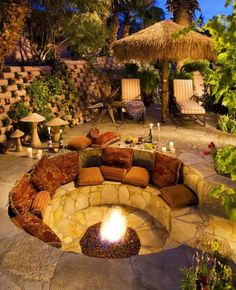 DIY fire pit designs ideas - Do you want to know how to build a DIY outdoor fire pit plans to warm your autumn and make s'mores? Find inspiring design ideas in this article. Backyard Seating, Backyard Patio Designs, Backyard Projects, Backyard Landscaping, Backyard Ideas, Firepit Ideas, Landscaping Ideas, Patio Ideas, Garden Seating