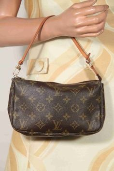 f293680a85d LOUIS VUITTON Brown MONOGRAM Canvas POCHETTE ACCESSOIRES Handbag PURSE -   250
