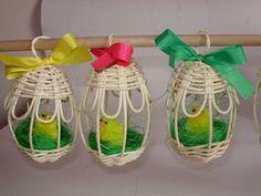 Příprava na Velikonoce - fotoalba ulivatelu - Dáma.cz School Decorations, Sewing Tools, Spring Crafts, Basket Weaving, Plant Hanger, Diy And Crafts, Easter, Bbg, Make It Yourself