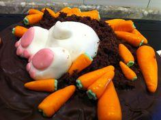 cosa succede quando un coniglietto bianco si mette a scavare dentro una torta per cercare le carote??? fa un disastro, ecco cosa! per...