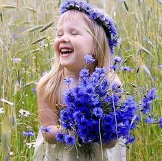 A beautiful smile, love, laughter and flowers for you. Beautiful Smile, Beautiful Children, Beautiful Flowers, Just Smile, Smile Face, Little People, Little Girls, Cute Kids, Cute Babies