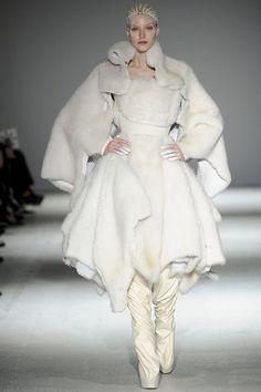 Gareth Pugh fashion collection, autumn/winter 2014-white cloud.