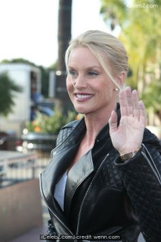 Nicollette Sheridan Nicollette Sheridan filming Extra with Mario Lopez See More Pic. http://www.icelebz.com/events/nicollette_sheridan_filming_extra_with_mario_lopez/