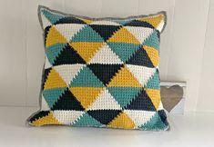 Crochet Pillow Cases, Crochet Cushion Cover, Crochet Case, Crochet Cushions, Tapestry Crochet, Tunisian Crochet, Knit Crochet, Crochet Home Decor, Crochet Accessories