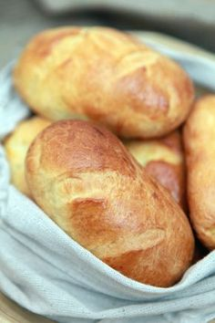 Bułeczki Maślane - Made by Mom and Son Baguette, Good Food, Yummy Food, Polish Recipes, Polish Food, Bread Rolls, Bread Baking, Hot Dog Buns, Food Hacks