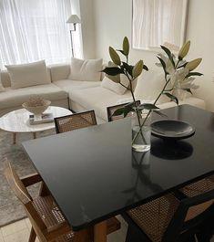 Interior Home Decor Cozy Living Rooms, Home Living Room, Living Room Inspiration, Home Decor Inspiration, Decor Ideas, Casa Real, Classic Home Decor, Gothic Home Decor, Decoration Design