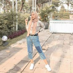 Amazing Outfit Ideas for Every Personal Style hijab casual jeans mionova Modern Hijab Fashion, Street Hijab Fashion, Hijab Fashion Inspiration, Urban Fashion, Teen Fashion, Fashion Outfits, Hijab Casual, Ootd Hijab, Girl Hijab