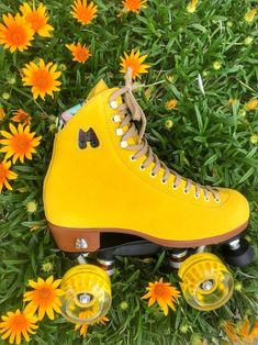 Moxi Roller Skates - Lolly Pineapple Yellow outdoor skates high top suede leather boots with vintage pinup lining Pastel Yellow, Shades Of Yellow, Mellow Yellow, Yellow Flowers, Yellow Peonies, Yellow Art, Color Yellow, Mustard Yellow, Pink Purple