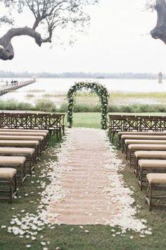 A Naturally Elegant Wedding #hochzeit #dekoration #weiß #openair #garten