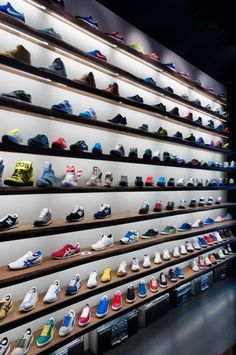 We will tell you some ideas on how to start your own retail business ideas, Shoe Wall, Shoe Room, Shoe Store Design, Retail Store Design, Boutique Interior, Closet Shoe Storage, Warehouse Design, Shoe Display, Sneaker Stores