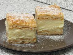 Cremșnit este o prăjitură preparată din foi de aluat coapte, între care se pune cremă de vanilie, stropită uneori cu puțin alcool. Nimic nu se compară cu un cremşnit bun. Savoarea vaniliei şi consistenţa cremei fac din acest desert un adevărat deliciu. Nu e nevoie să dai fuga după el la cofetărie. Prepară rapid şi uşor un cremşnit după o reţetă clasică Vanilla Cake, Food And Drink, Pudding, Homemade, Cream, Desserts, Bakken, Creme Caramel, Tailgate Desserts