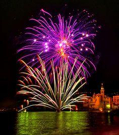 http://www.redbubble.com/people/paolo1955/art/3051127-camogli-fireworks-2