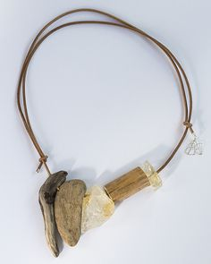 Necklace of driftwood and stones. Regina Dabdab S/S 2015 - Natural series Jewelry Crafts, Jewelry Art, Jewelry Necklaces, Handmade Jewelry, Jewelry Design, Natural Jewelry, Modern Jewelry, Classy And Fab, Driftwood Jewelry