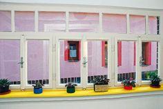 Obnova verandových okienok na chalupe pomocou doma vyrobenej kriedovej farby