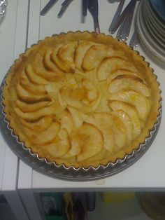 Welsh recipes: Fflan Afal Gymreig [Welsh Apple Flan] Ingredients 10 gm short crust pastry 2 kg cooking apples - peeled cored and diced 4 oz gm demerara sugar 1 teaspoon ground. Welsh Recipes, Uk Recipes, Apple Recipes, British Recipes, No Bake Desserts, Dessert Recipes, Scottish Desserts, British Pudding, English Food