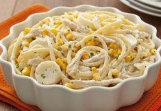 Experimente o espaguete ao molho cremoso de frango e milho