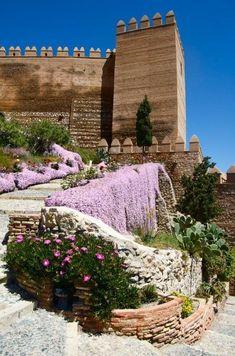 Este lugar es Almería en Andalucía. Es muy bonito y hay muchos flores. -Harpa y Kristjana