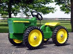 John Deere 4WD pedal tractor