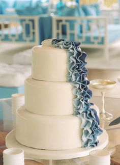 ombre cake- blue This is very elegant.