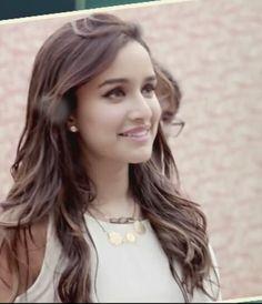 Shraddha Kapoor Indian Bollywood, Bollywood Stars, Bollywood Fashion, Prettiest Actresses, Beautiful Actresses, Indian Celebrities, Bollywood Celebrities, Sweet Girl Photo, Shraddha Kapoor Cute