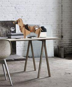 Lustiger Dackel als Dekoration und Ablage für den Schreibtisch. Zu finden bei Etsy.
