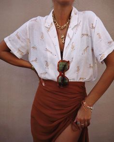 Simple Everyday Spring Shirts – Street Style Rocks Simple Everyday Spring Shirts Short sleeve shirt for spring Mode Outfits, Trendy Outfits, Fashion Outfits, Womens Fashion, Fashion Clothes, Elegant Summer Outfits, Summer Holiday Outfits, Colourful Outfits, Fashion Ideas