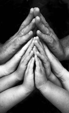 Aww, a praying family pic- Love it!!