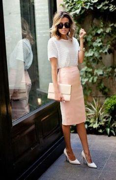 Обнажаем ножки: какую юбку надеть летом 2016  Великолепная классика  Актуальная юбка карандаш в очередной раз захватила модные подиумы. Дизайнеры предлагают самые различные расцветки от стандартного немаркого черного до солнечно желтого или салатового. Модная в этом сезоне юбка карандаш должна закрывать колени. Для поклонниц оригинального предлагаем выбирать юбки с геометрическими узорами, в горошек или с абстракцией. Станьте самой модной с юбкой карандашом в полоску. Эта юбка относится к…