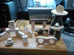Juguete natural Waldorf - Montessori: Set de troncos y piezas de madera natural.