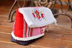 Check out our clutches & evening bags selection for the very best in unique or custom, handmade pieces from our shops. Evening Bags, Folk, Simple, Tableware, Handmade, Etsy, Dinnerware, Hand Made, Popular