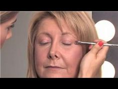 Makeup Tips for Older Women : How to Apply Eye Makeup Over 40