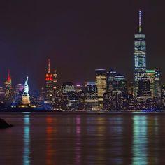 The New York City skyline by Gigi Navarro Manhattan Skyline, New York Skyline, Wonderful Places, Beautiful Places, Cities, Places In New York, Cityscape Photography, I Love Ny, Chrysler Building