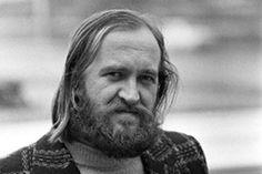 """Lappilaista Timo K. Mukkaa väitettiin kahden ensimmäisen kirjansa perusteella """"Suomen rivoimmaksi kirjailijaksi"""". Hän itse arveli jäävänsä kakkoseksi Hannu Salaman rinnalla."""