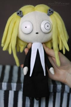 Lenore the Cute Little Dead Girl Textile Doll - Hermoso! Desearía comprármelo... Solo que no tengo dinero :(