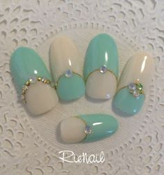Turquoise & white with bling Mint Nails, Blue Nails, Cute Gel Nails, Pretty Nails, Nail Art Diy, Easy Nail Art, Simple Nail Designs, Nail Art Designs, Turquoise Nail Designs