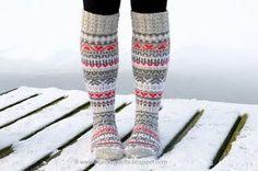 Joulukalenterisukat2016 Wool Socks, Knitting Socks, Hand Knitting, Knitting Patterns, Leg Warmers, Mittens, Diy And Crafts, Knit Crochet, Ravelry