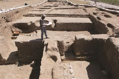 This year's works in the north part of the Van Castle revealed important data on social and cultural life of Urartian people. A trade mandate is among the interesting findings in the excavation